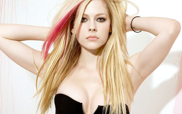 File:Avril-lavigne-avril-lavigne-31810060-fanclubs.jpg