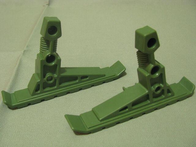 File:Jake rockwell - hornet - landing skids.jpg