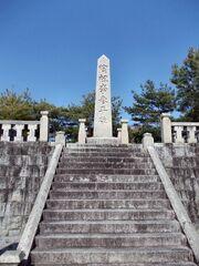 Yi Sam-pyeong Monument 02