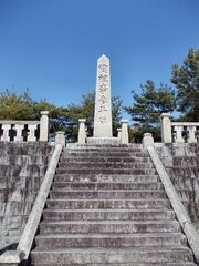 Yi Sam-pyeong Monument 02.jpg