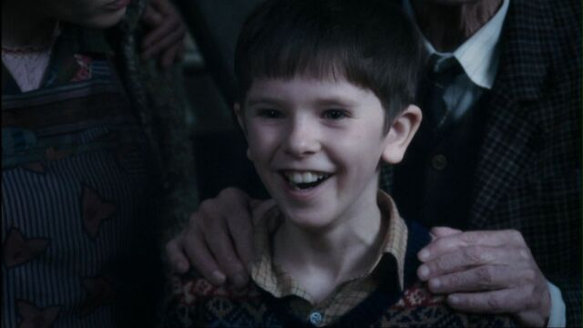 File:Charlie-and-the-Chocolate-Factory-freddie-highmore-21552229-1600-899-1-.jpg