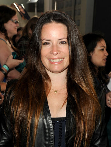 File:Holly+Marie+Combs+Long+Hairstyles+Long+Straight+V3VsXfKls9Nl.jpg
