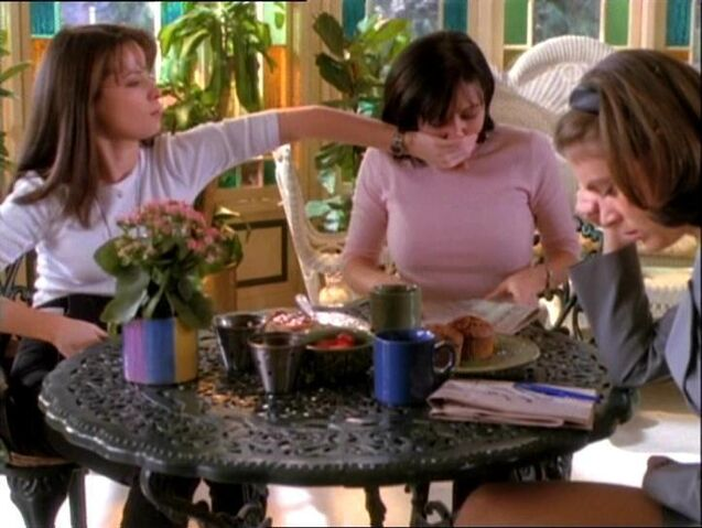 File:01x13 - Sisters discuss Friday 13th.jpg