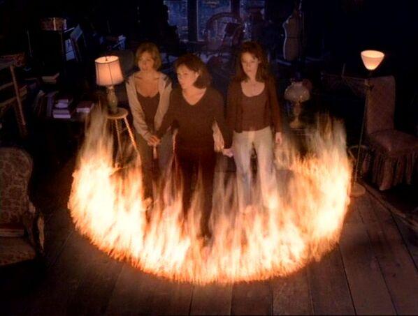 Фајл:Fire surrounding girls.jpg