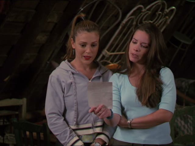 File:Phoebe and piper cast the spell to track a banshee.jpg