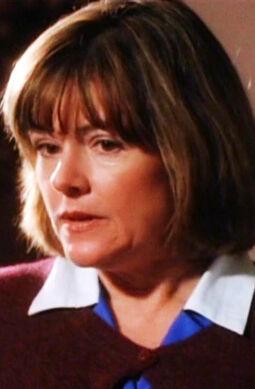 1x07-043-aunt-jackie