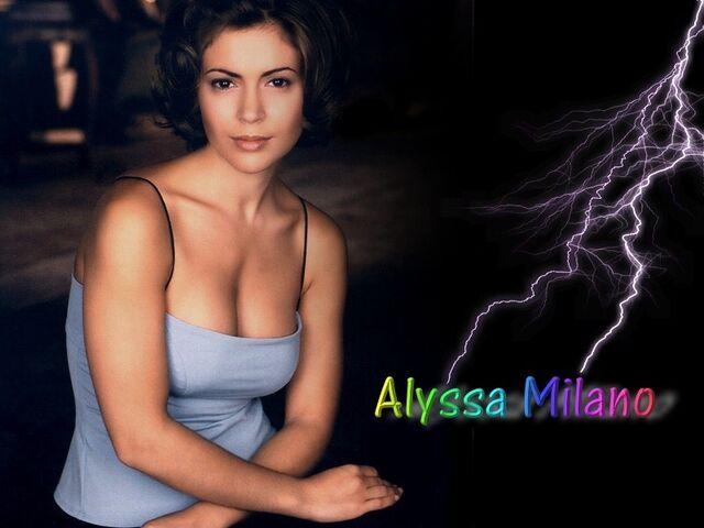 File:Alyssa Milano-Phoebe 118.jpg