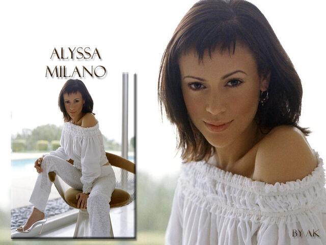 File:Alyssa Milano-Phoebe 127.jpg