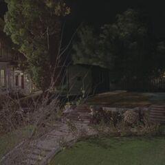 Fundamenty rezydencji po tym, jak Piper sprawiła, ze dom zniknął - <a href=