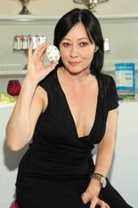 Shannen Doherty candid2