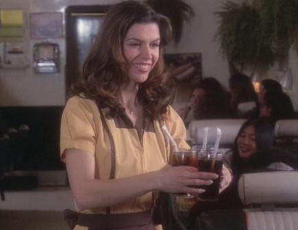 Ficheiro:Patty as a waitress.png
