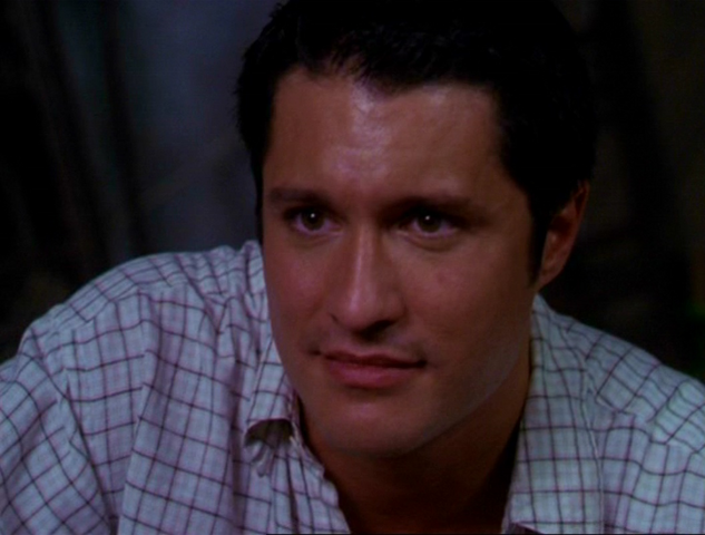 File:Christopher 3x02.png