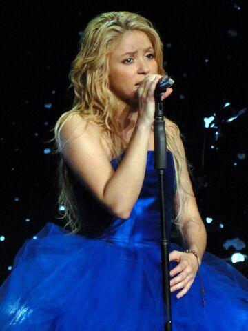 File:ShakiraTSCO-AntesdeLas6.jpg