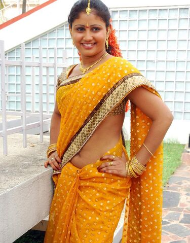 File:Hot-actress-amrutha-valli-in-saree-navel-show-photos-gallery 123actressphotosgallery.com 02.jpg
