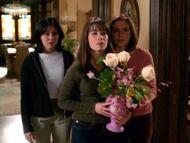 1x17-SistersFlowers
