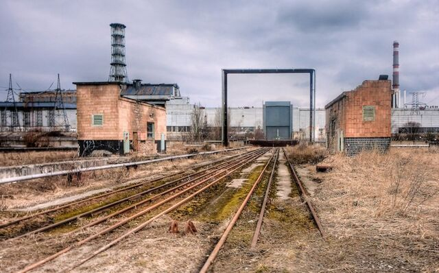 File:Train-tracks-lead-to-the-chernobyl-reactor-complex-1-4.jpg
