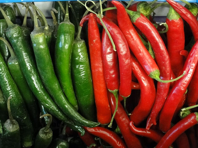 File:Chillies red and green.jpg