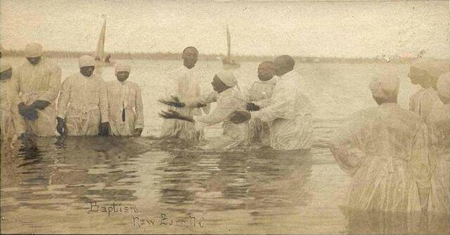 File:River baptism in New Bern.jpg