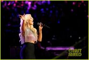 Christina-aguilera-pitbull-the-voice-finale-performance-video-02