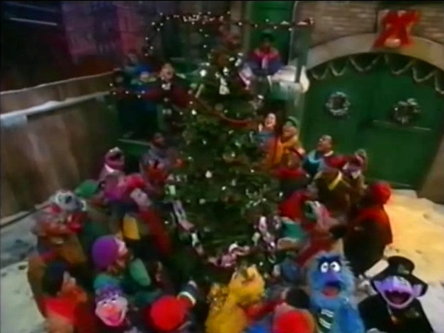 elmo saves christmas characters pictures - Sesame Street Elmo Saves Christmas