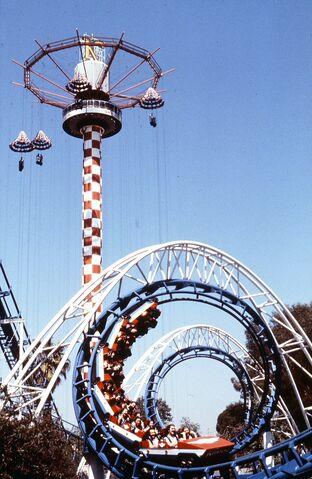File:Corkscrew and Sky Jump, Knott's Berry Farm, circa 1980.jpg