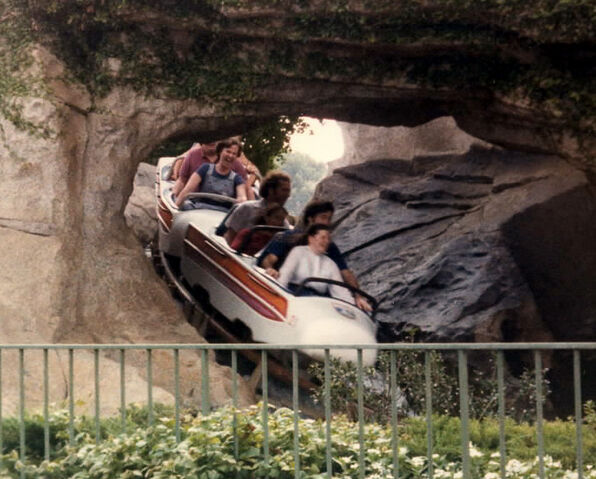 File:MatterhornBobsled83 Wb.jpg