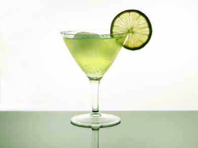 File:How-to-make-vodka-gimlet.jpg