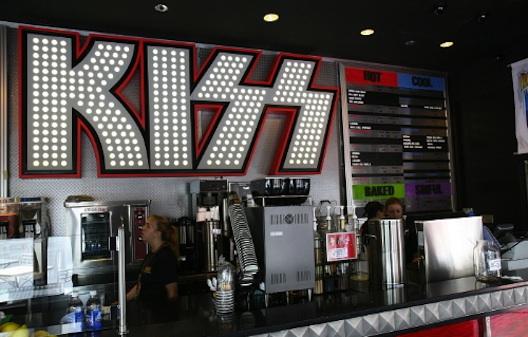 File:Kiss-coffehouse.jpeg