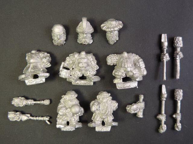 File:WKD-45 Dwarf Artillery Crew.jpg