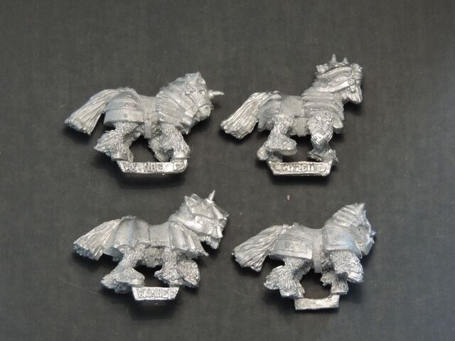 File:WKB-02 Armoured ponies - right side.jpg