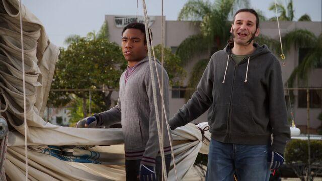 File:S01E17-Star-Burns sailing.jpg
