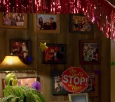 File:S06E05-New pics in Apt 303-comp.jpg