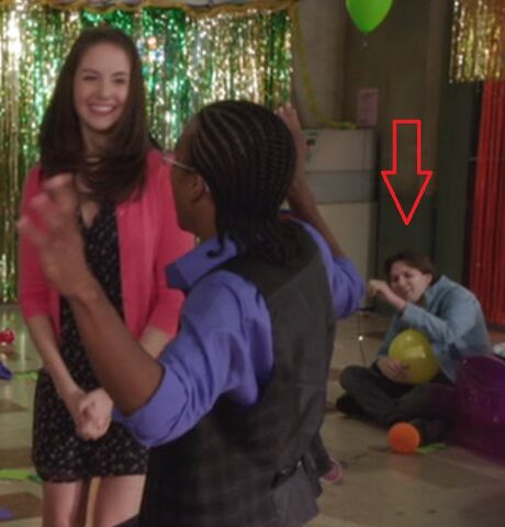 File:S04E07-Long haired guy w Annie and Magnitude.jpg