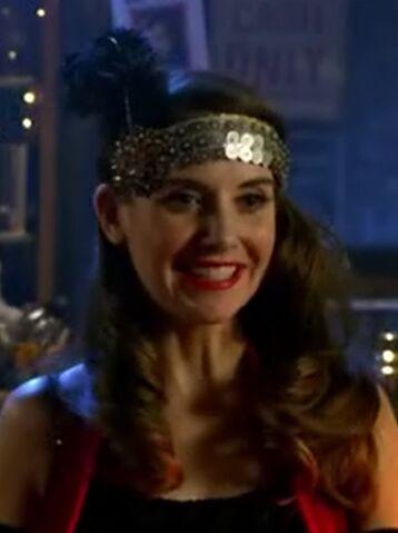File:S06E01-Annie flapper.jpg