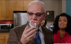 S04E10-Cornwallis drink