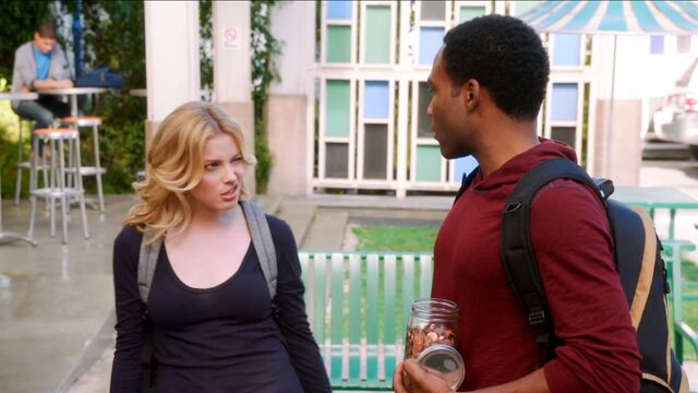 File:4x1 Troy and Britta fountain 3.jpeg