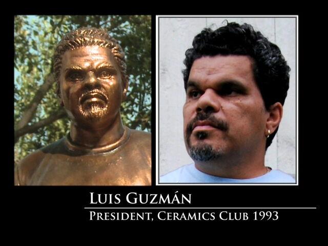 File:3x08-Luis Guzman statue.jpg
