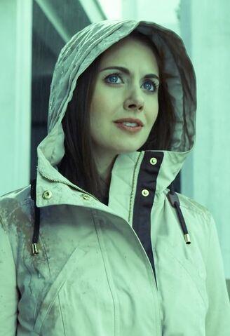 File:Hooded Annie.jpg