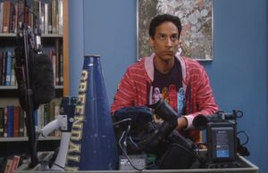 S03E08-Abed listens announcements