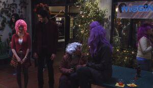 S03E19-Wiggin Out party