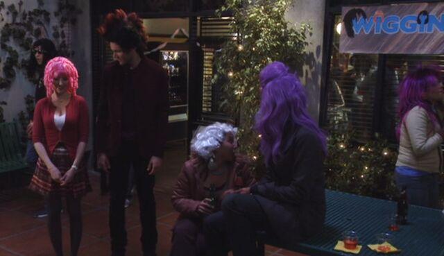 File:S03E19-Wiggin Out party.jpg