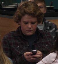 S02E13-Marcus texting