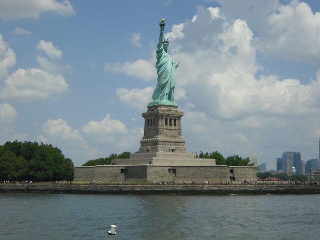 File:Liberty Island 2.jpg