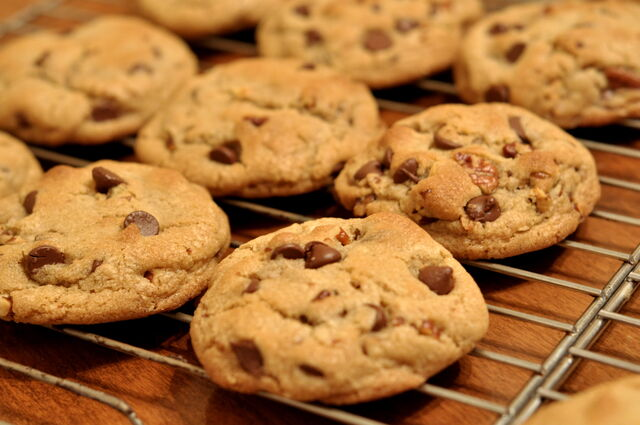 File:Chocolate Chip Cookies - kimberlykv.jpg