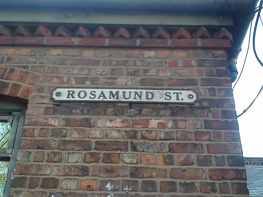 File:Rosamund street sign.jpg