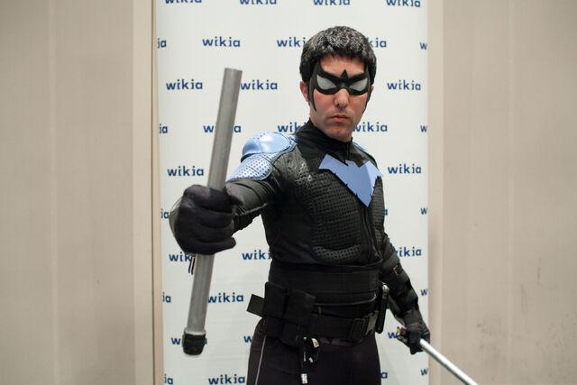 File:Nightwing NYCC.jpg