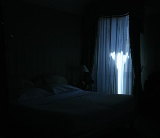 File:Dark-room-and-bed.jpg