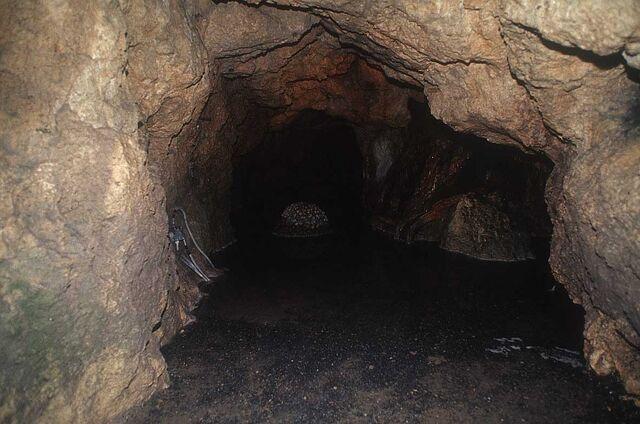 File:Cave 07.jpg