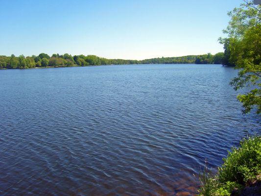 File:Pretty Lake.jpg