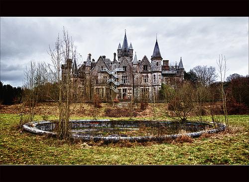 File:The Abandoned Castle (backside) (Explore).jpg